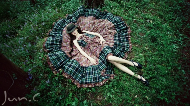 women nature forest sleeping beauty 1366x768 wallpaper_www.wallpaperto.com_72